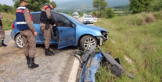 Pazaryeri'nde Otomobil Şarampole Devrildi 2 Yaralı