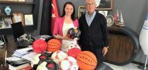 Pazaryeri Spor' a Futbol Topu Yardımı