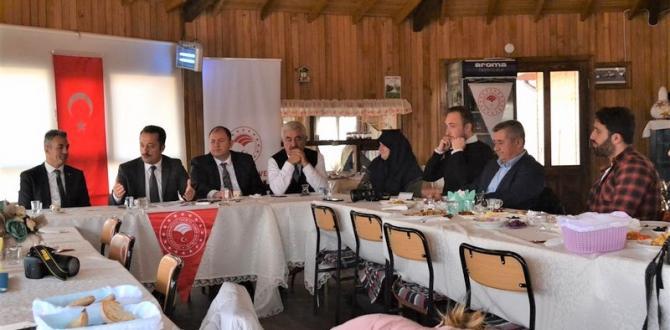Vali Şentürk basın mensuplarıyla kahvaltıda buluştu