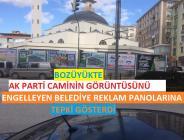 BOZÜYÜK'TE CAMİ ÖNÜNÜ KAPATAN REKLAM PANOLARINA AK PARTİ TEPKİ GÖSTERDİ