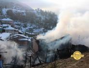 Pazaryeri Karaköy'de 2 Katlı Ev Yandı