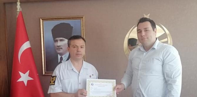 İlçe Jandarma Bölük Komutanı Canseven'e Başarı Belgesi